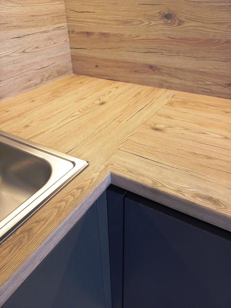 Обновление гарнитура кухни - замена старой столешницы и фартука на кухне.
